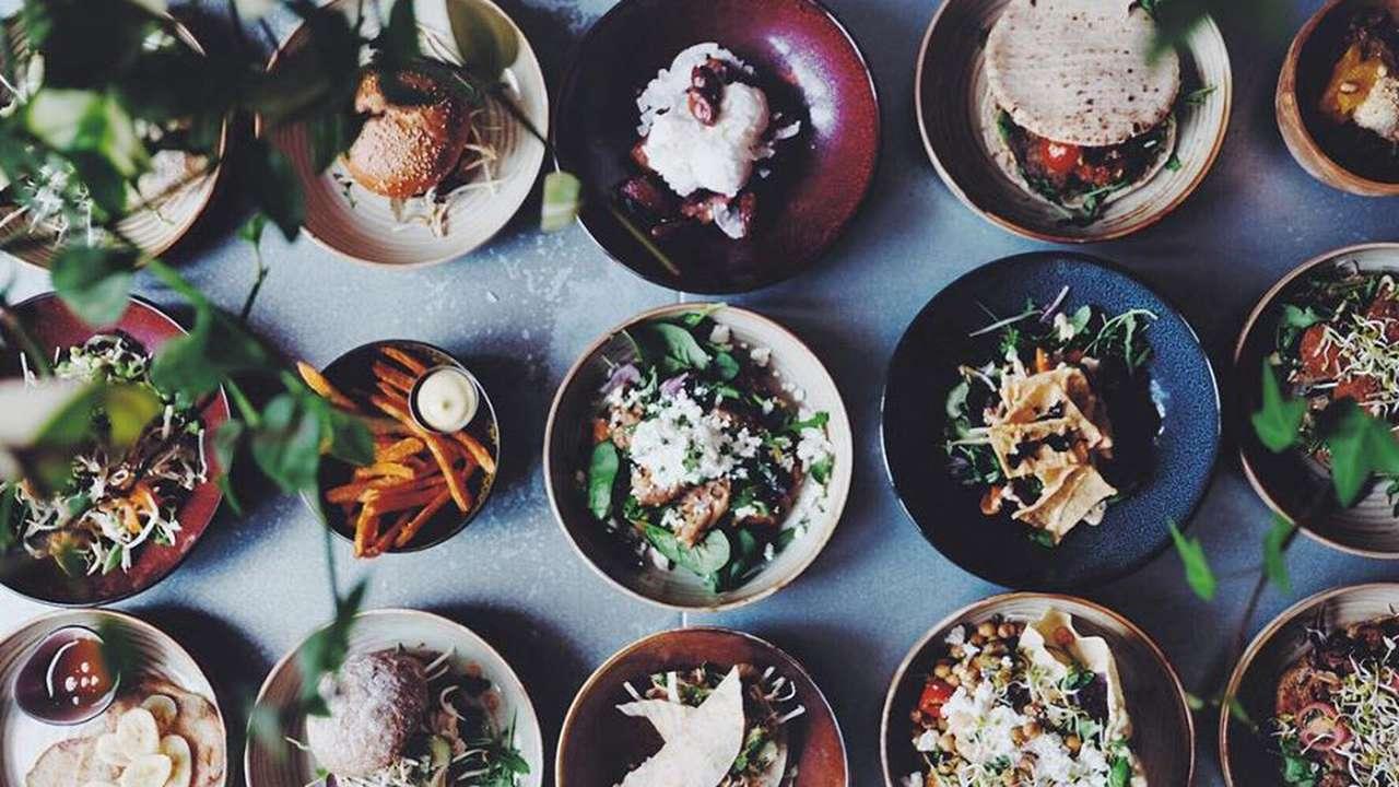 Verschillende bowls op tafel