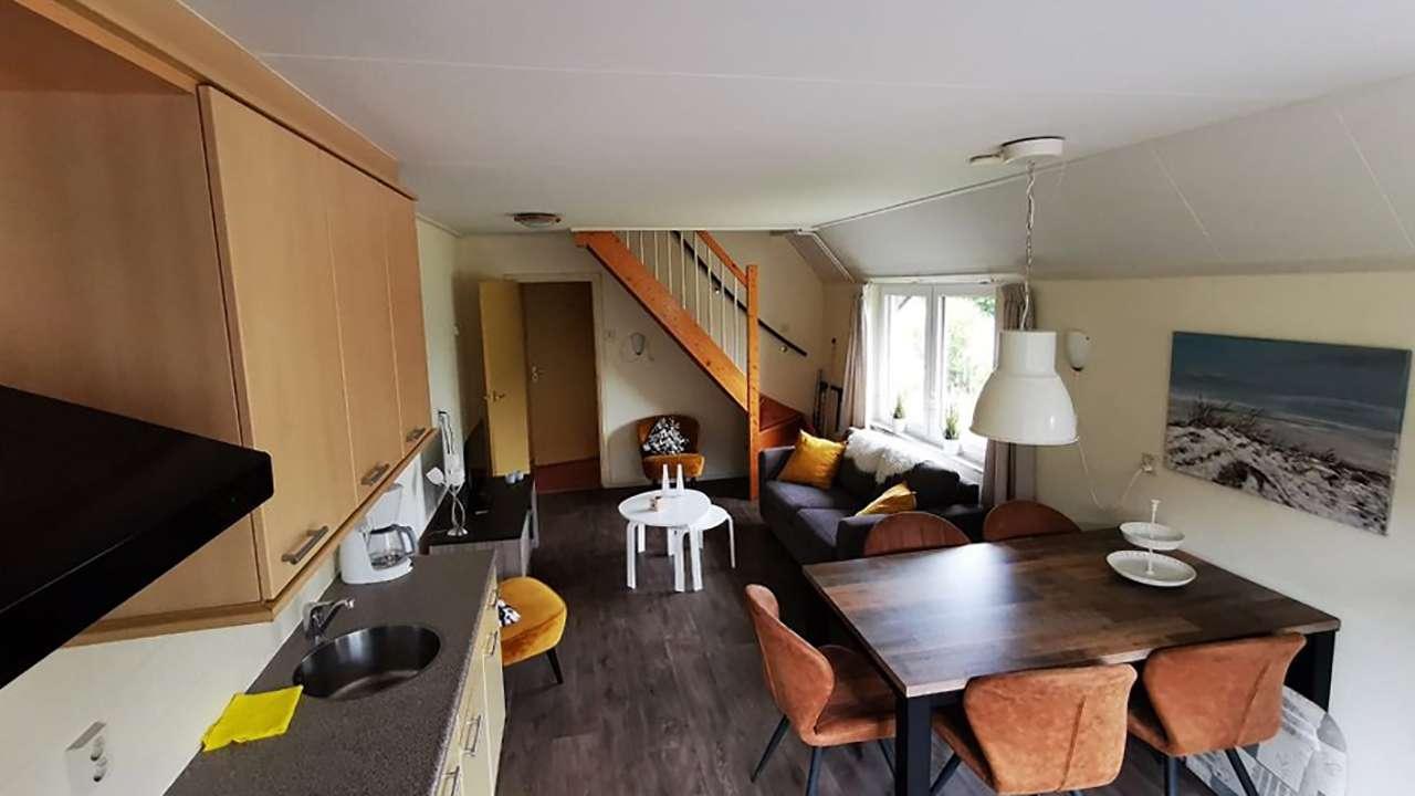 Appartement een - woonkamer met trap